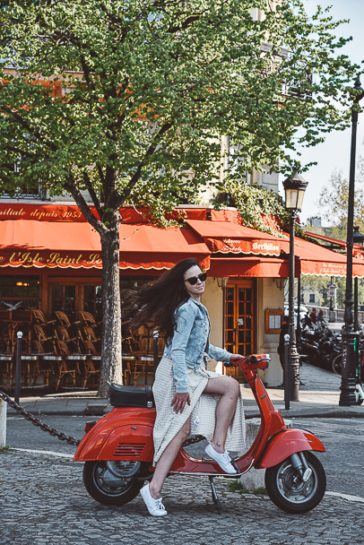 Girls Trip Paris Free Red Scooter