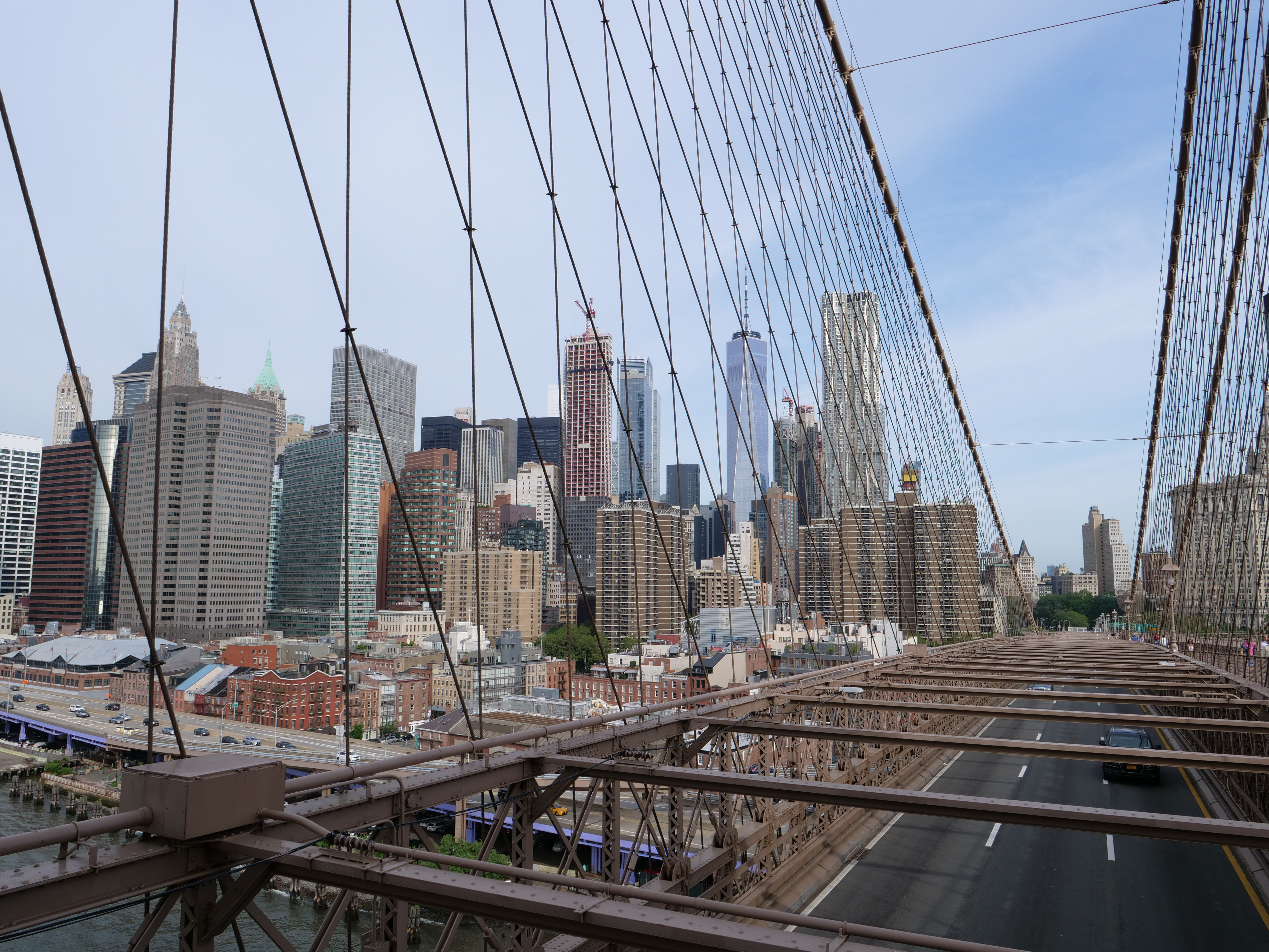 How to walk across the Brooklyn Bridge Manhattan Skyline Freedom Tower One World Trade Center