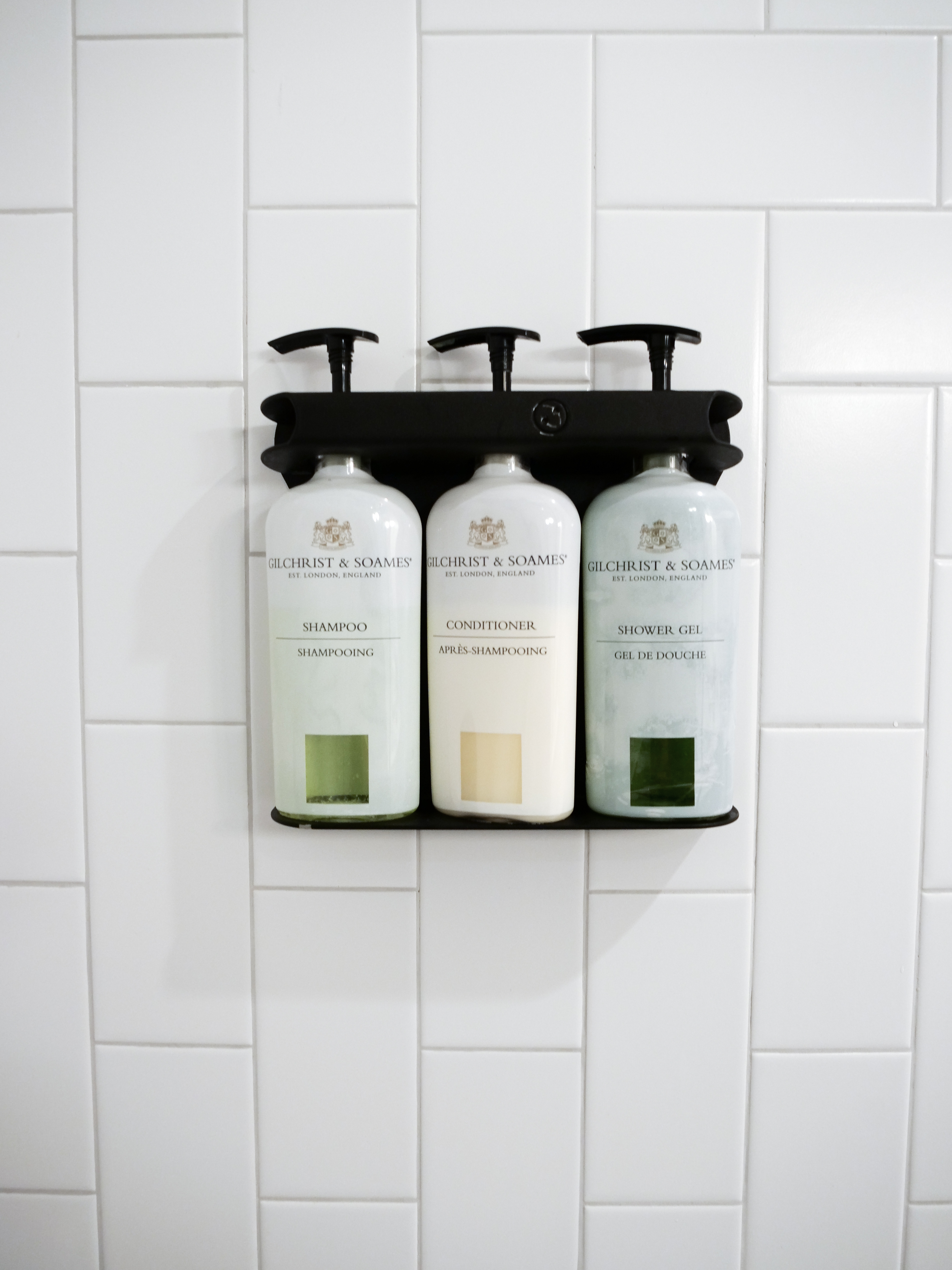 Hotel Indigo Williamsburg Brooklyn NYC bathroom shower gel shampoo conditioner
