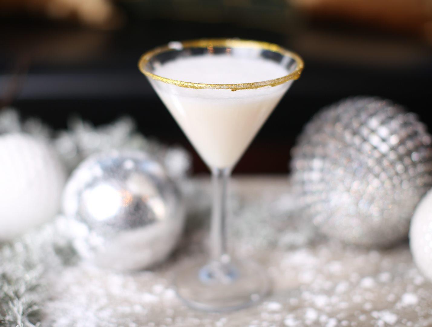 PHD Terrace at Dream Midtown Goldtini martini