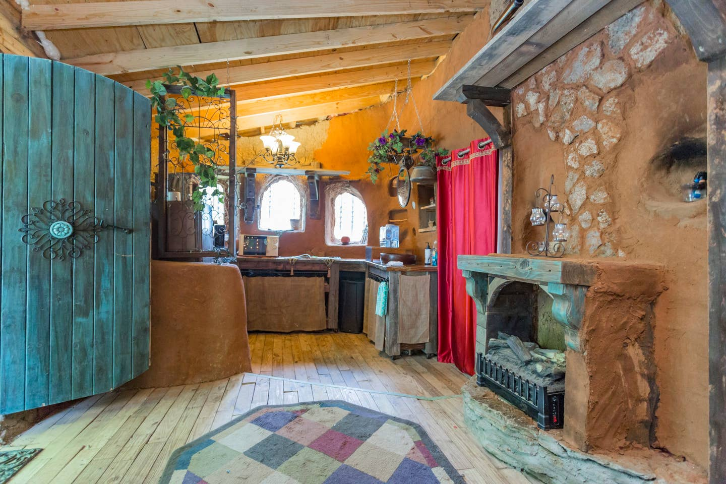 Hobbit and Lord of the Rings Airbnb homes and houses in the USA Virginia Fairfield mud clay home interior